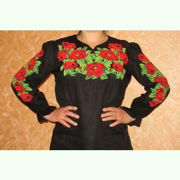 Женская готовая вышиванка на чёрном льне №1